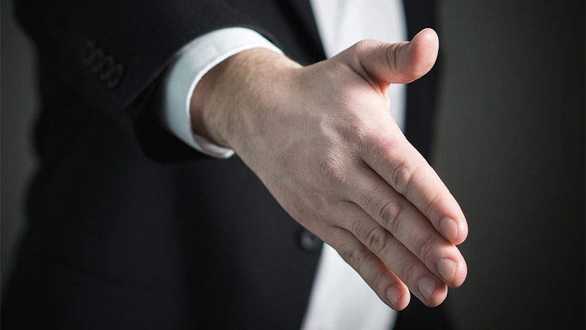 hand - Must-Know Qualities: How Do You Spot a Good Investment Broker?
